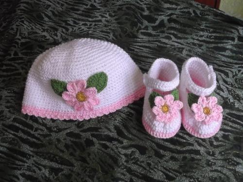 Zapatitos Y Gorritos En Juego Tejidos A Crochet Para Bebe - S . 50 ... 87b08d79d0d
