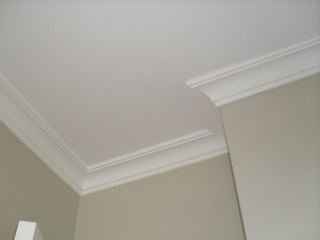 Casa techos interiores de casas modernas decoraci n de - Molduras de escayola modernas ...