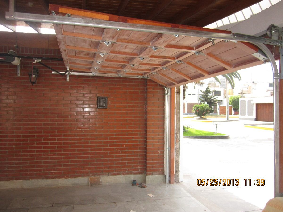 Puertas de garaje de madera puertas garaje seccionales de for Cuanto vale una puerta de madera