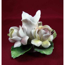 Candelabro Con Rosas Porcelana Biscuit Capodimonte Italia